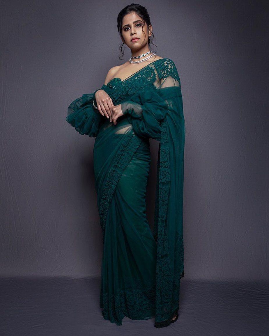 Sai Tamhankar in emerald saree 4