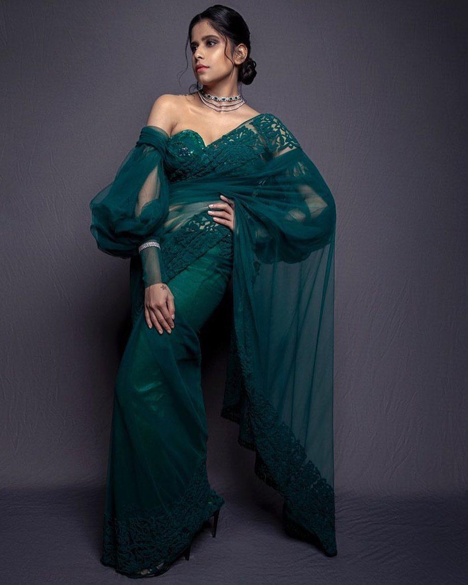 Sai Tamhankar in emerald saree 5
