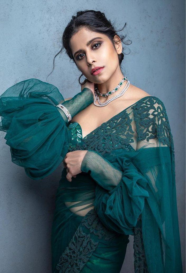 Sai Tamhankar in emerald saree0