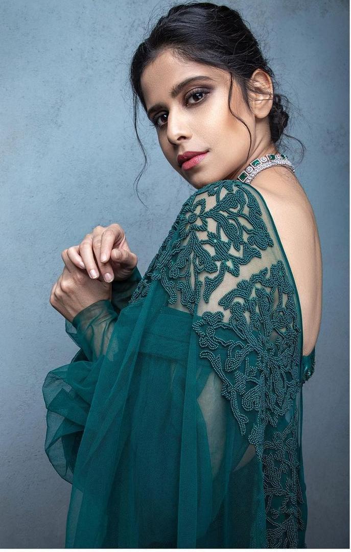 Sai Tamhankar in emerald saree 1.2