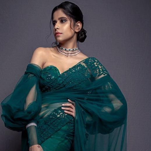 Sai tamhankar in emerald saree 3