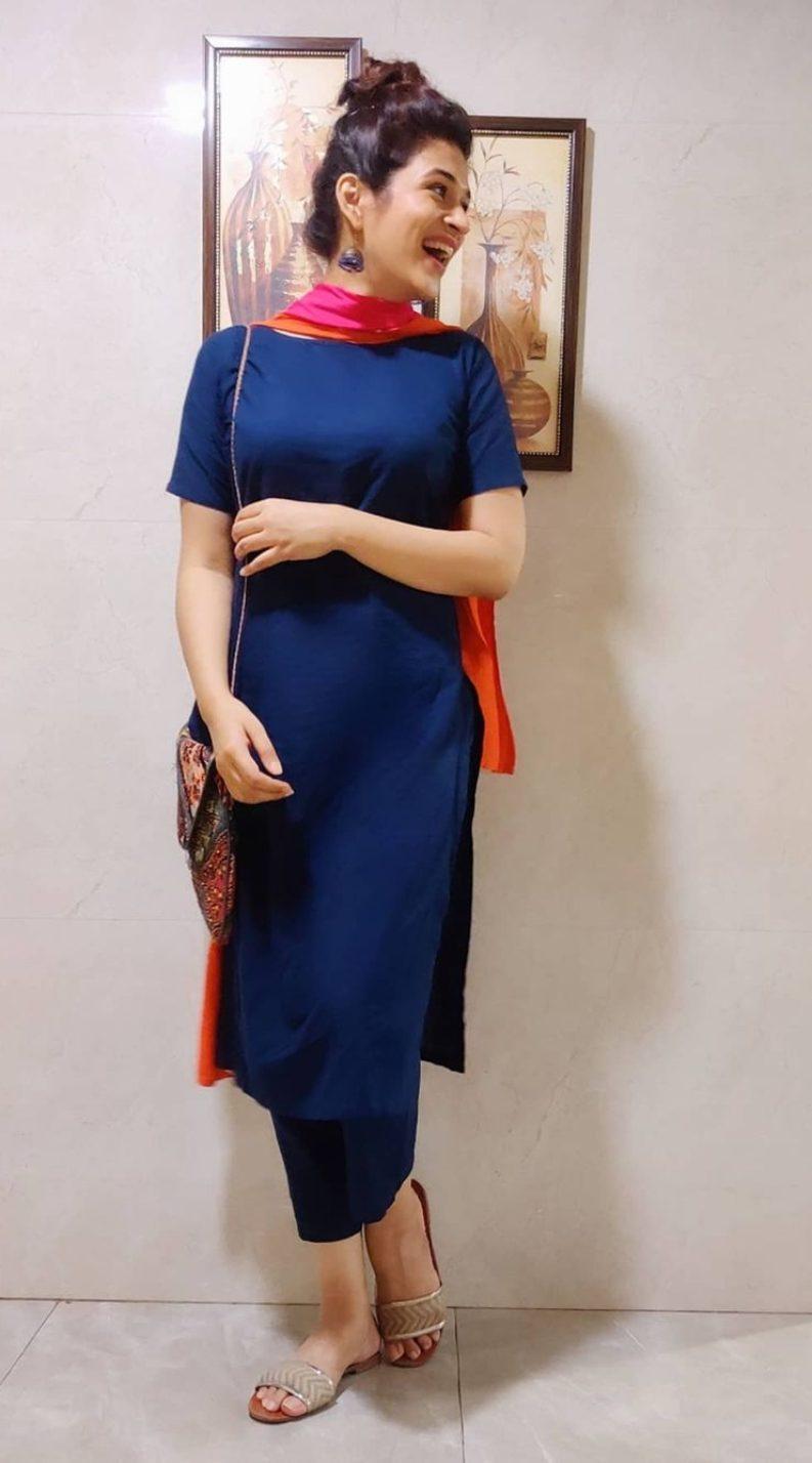 Shraddha Das navy blue ethnic set-2