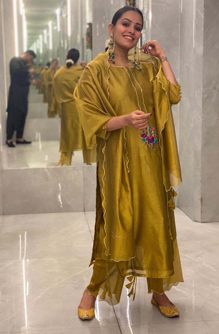 anita hassanandini diwali 2020 gold salwar look