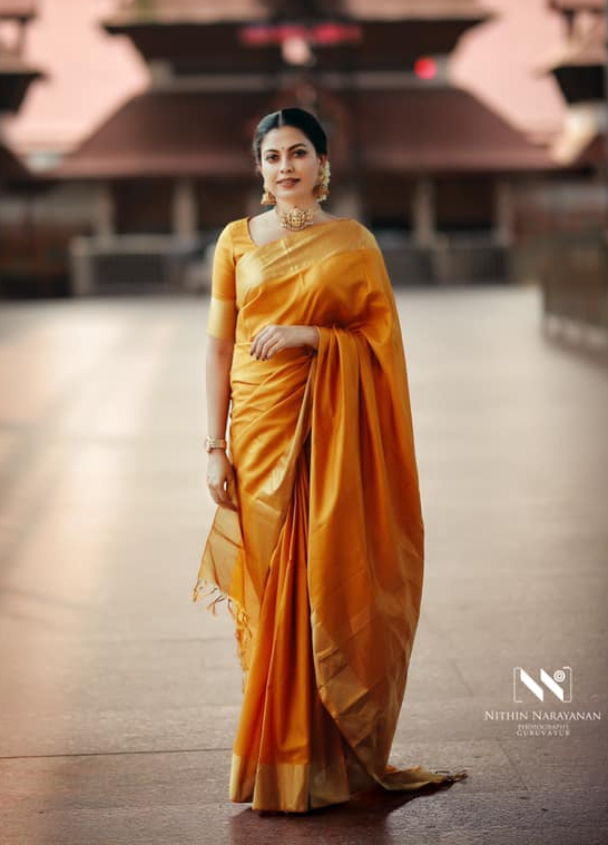 anusree in gold saree in guruvayur