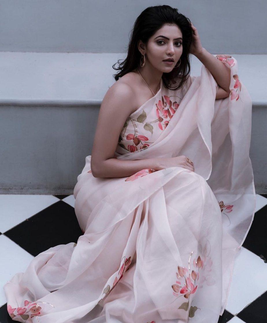 athulya ravi in white organza saree
