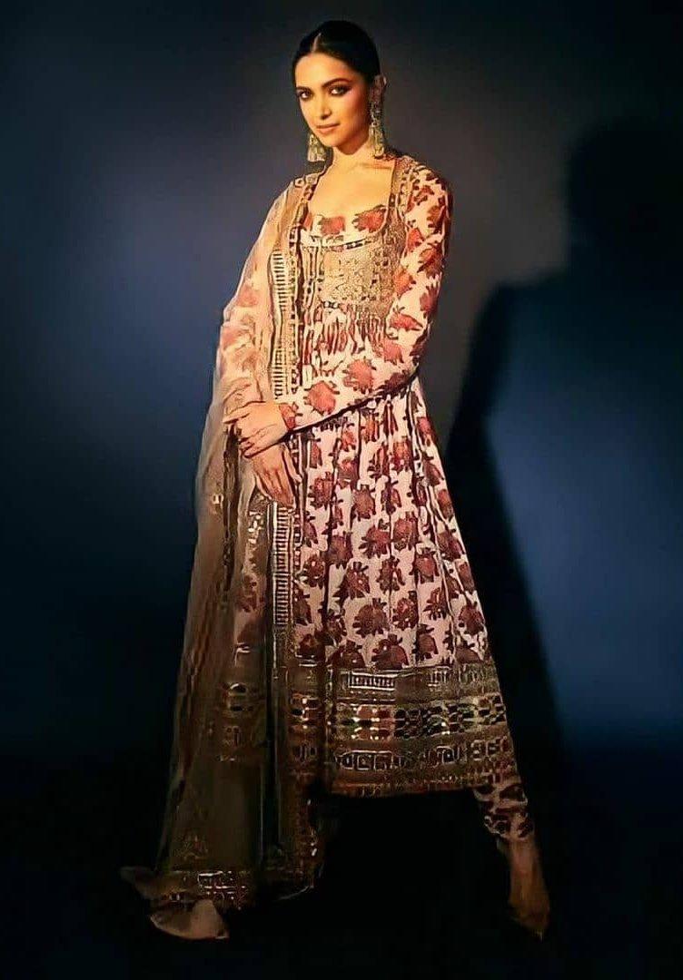 Deepika Padukone giving us style inspo this Diwali dressed ...