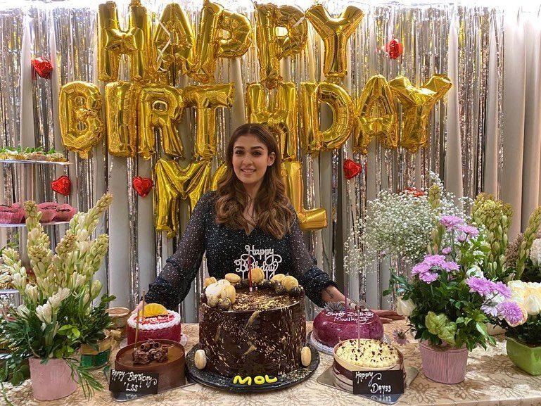 nayanthara cutting birthday cake vignesh shivan