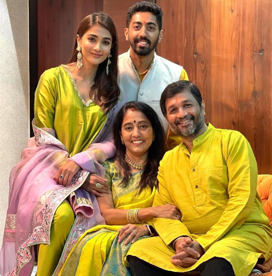 pooja hegde diwali 2020 with family