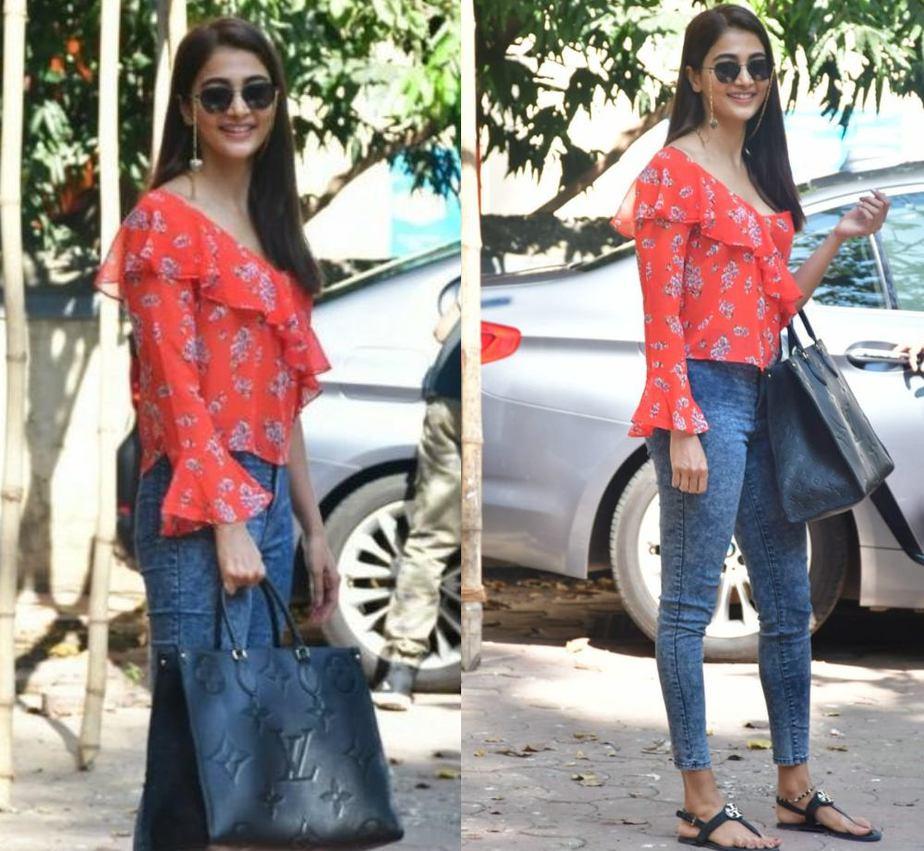 pooja hegde spotted in casuals at bandra mumbai