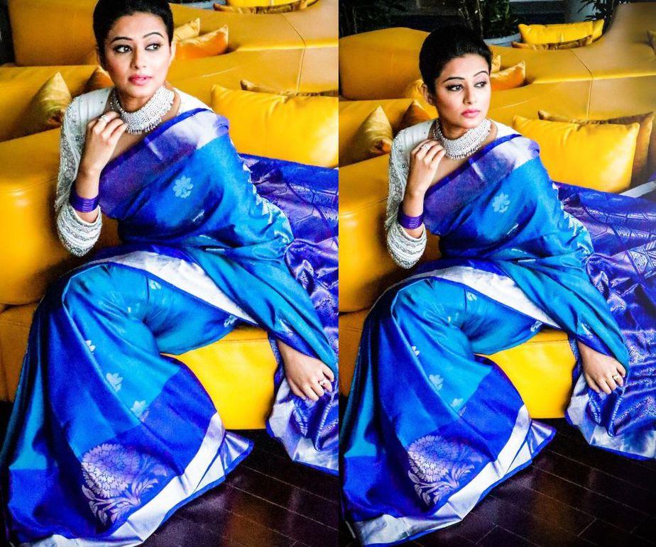 priyamani diwali look in a blue silk saree