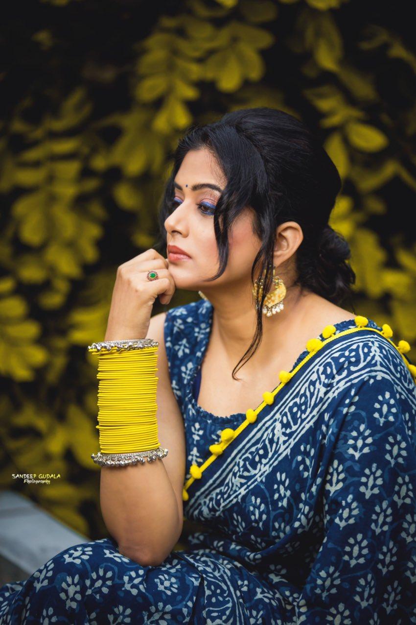 priyamani in blue saree