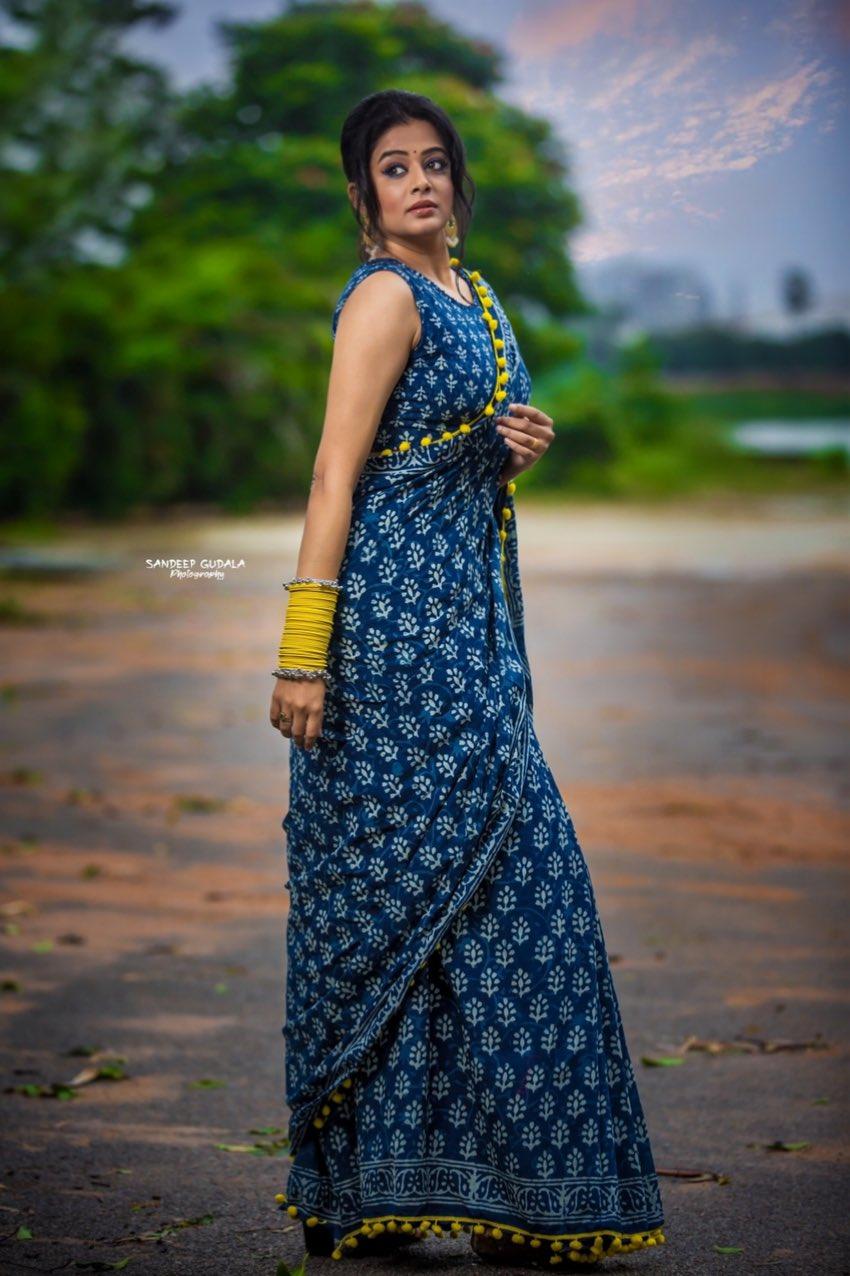 priyamani in indigo blue printed saree