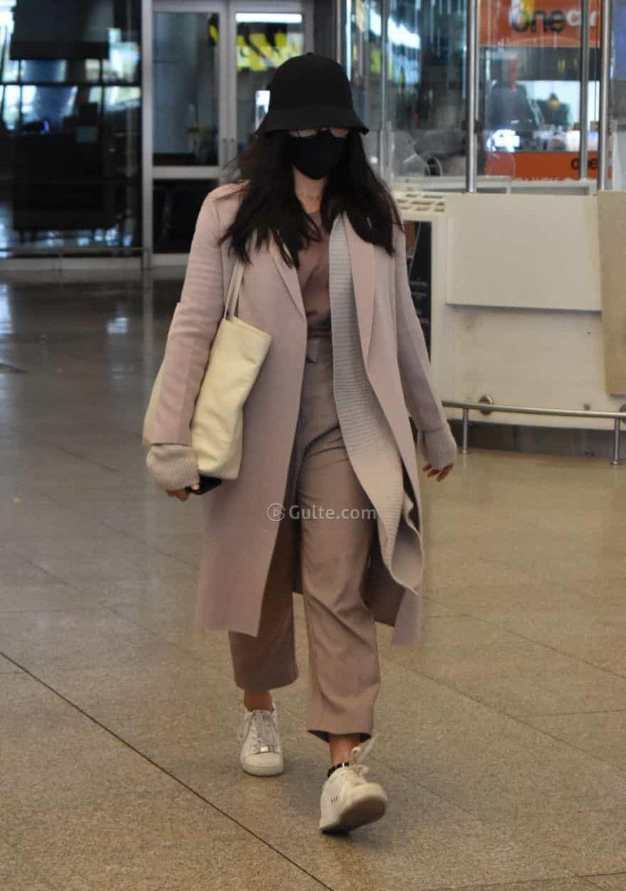 rashmika mandanna at hyderabad airport in winter clothes