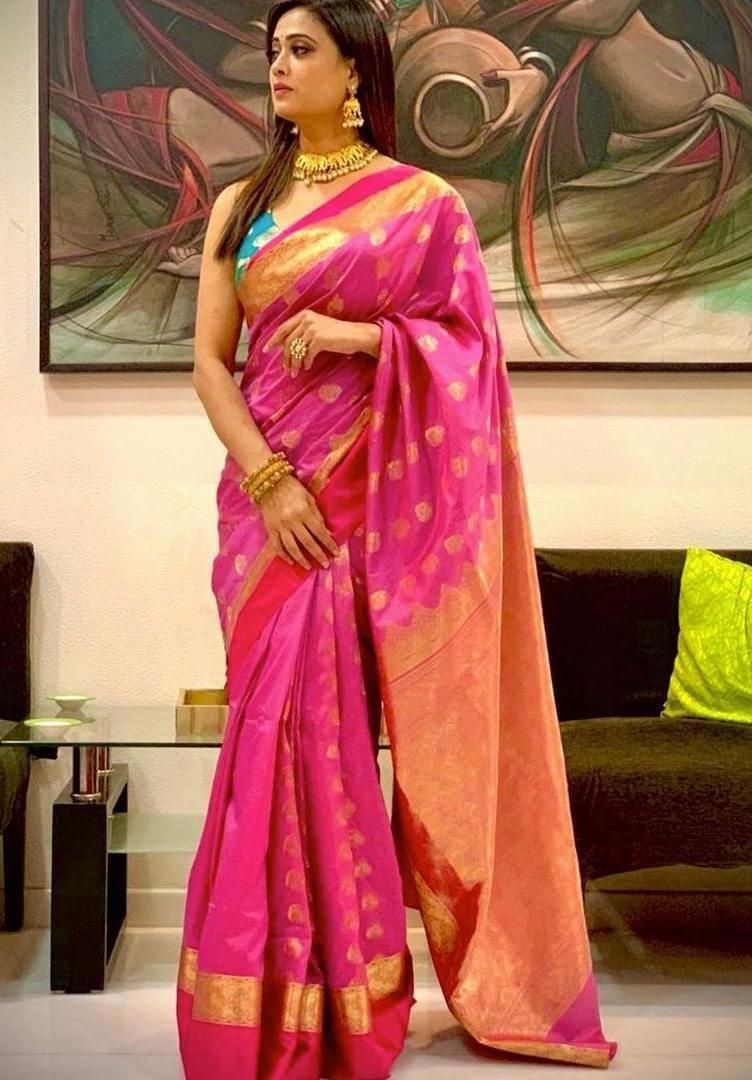 shweta tiwari in a pink silk benarasi saree