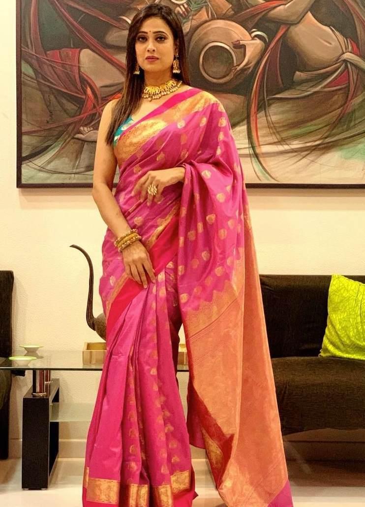 shweta tiwari in benarasi pink silk saree