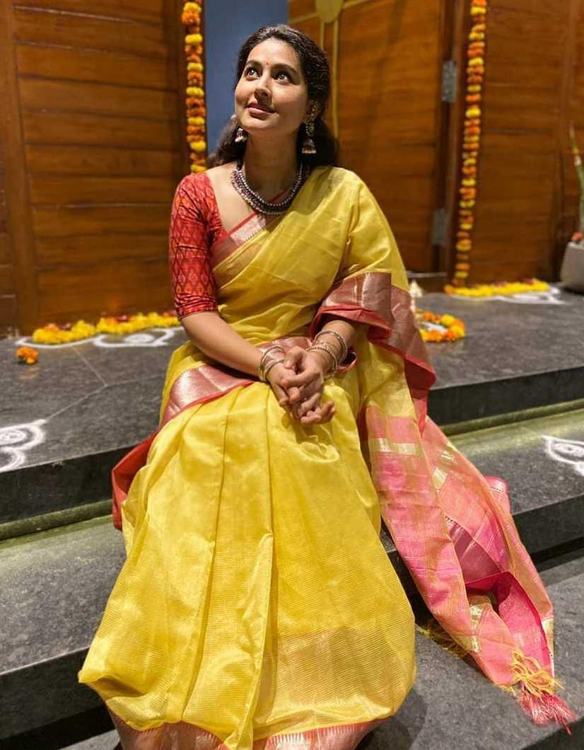 sneha prasanna in yellow red saree