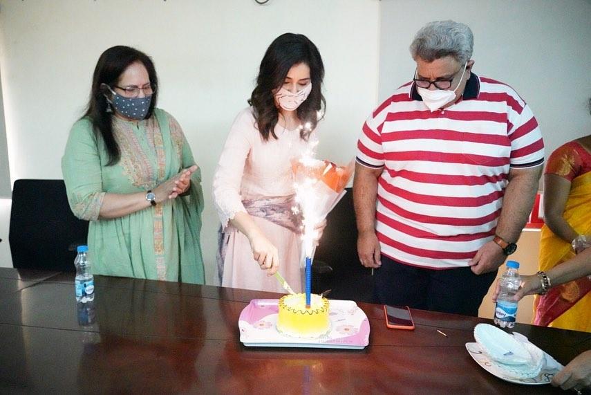 Rasshi Khanna in a peach kurta set for b'day celebrations3