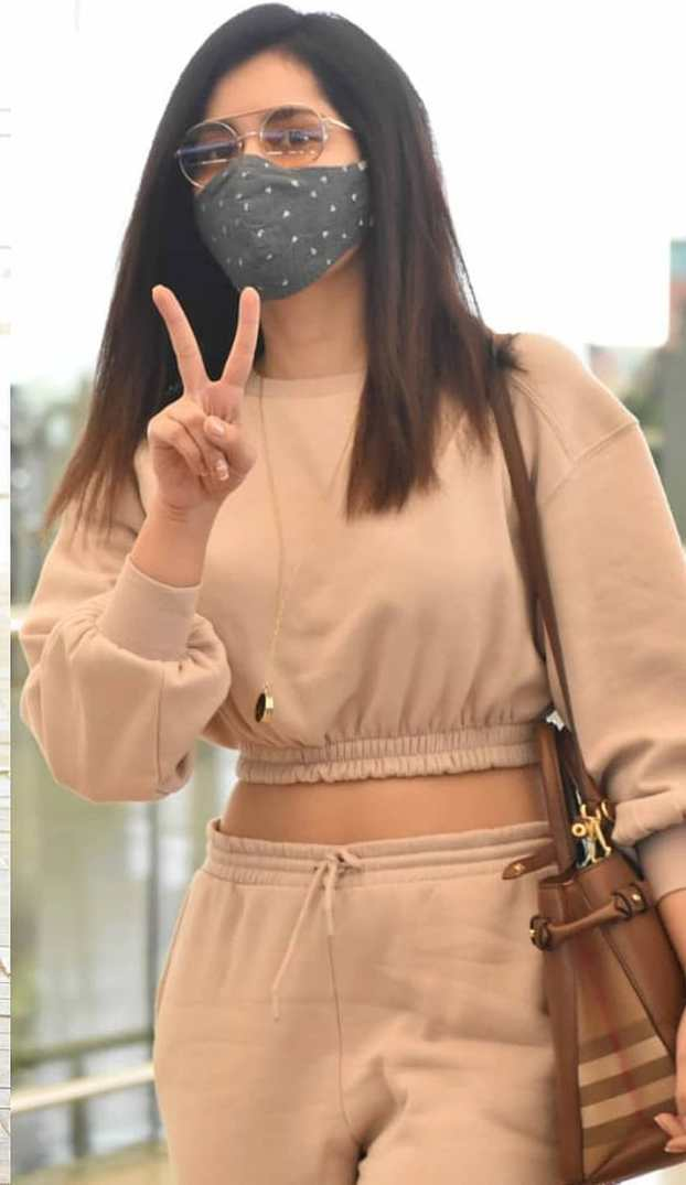 Actress raashi khanna in a biege co-ord set at the airport1