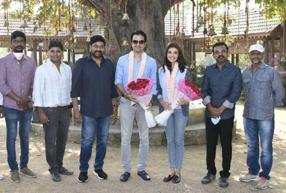 Chiranjeeevi welcomes kajal aggarwal and gautam kitchlu on acharya sets1