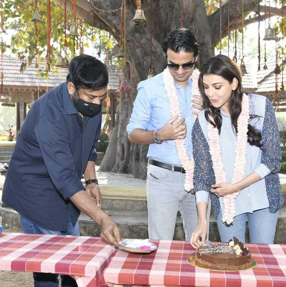 Chiranjeeevi welcomes kajal aggarwal and gautam kitchlu on acharya sets5