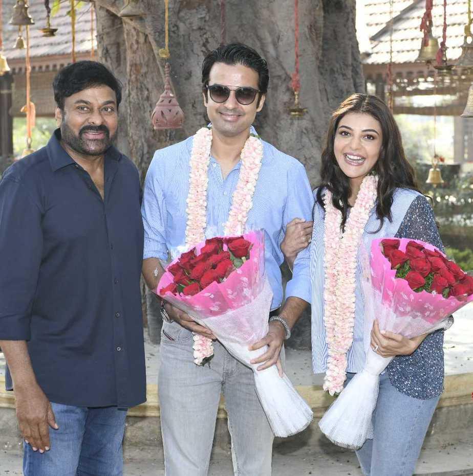 Chiranjeeevi welcomes kajal aggarwal and gautam kitchlu on acharya sets7 (1)