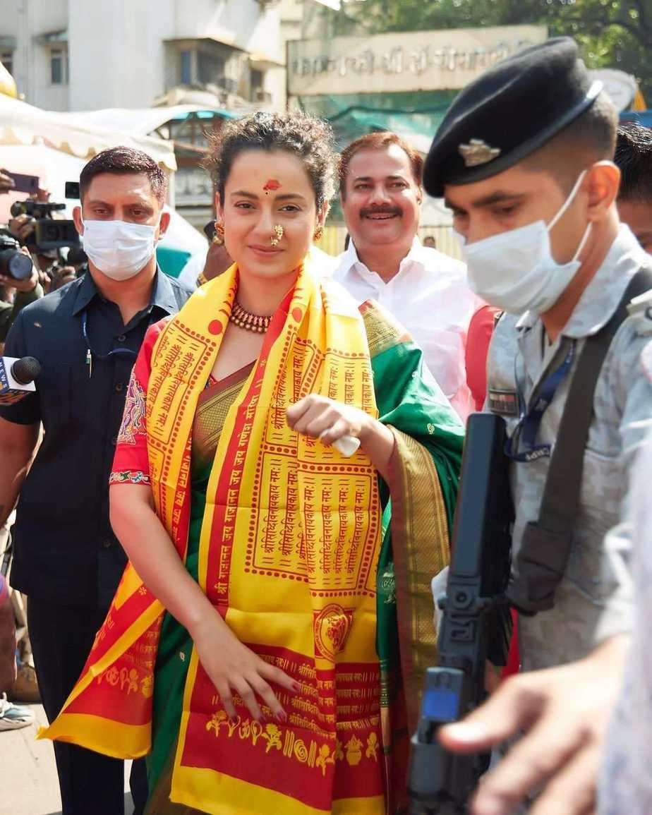 Kangana visits siddhivinayak and mumba devi in green saree3