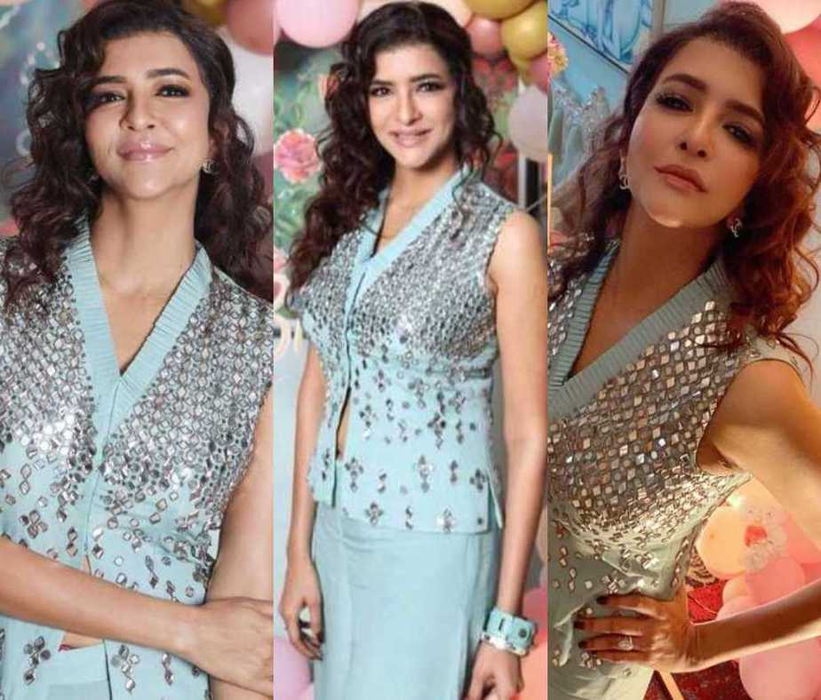 Lakshmi manchu in a blue outfit by Samatvam for mom's bday4