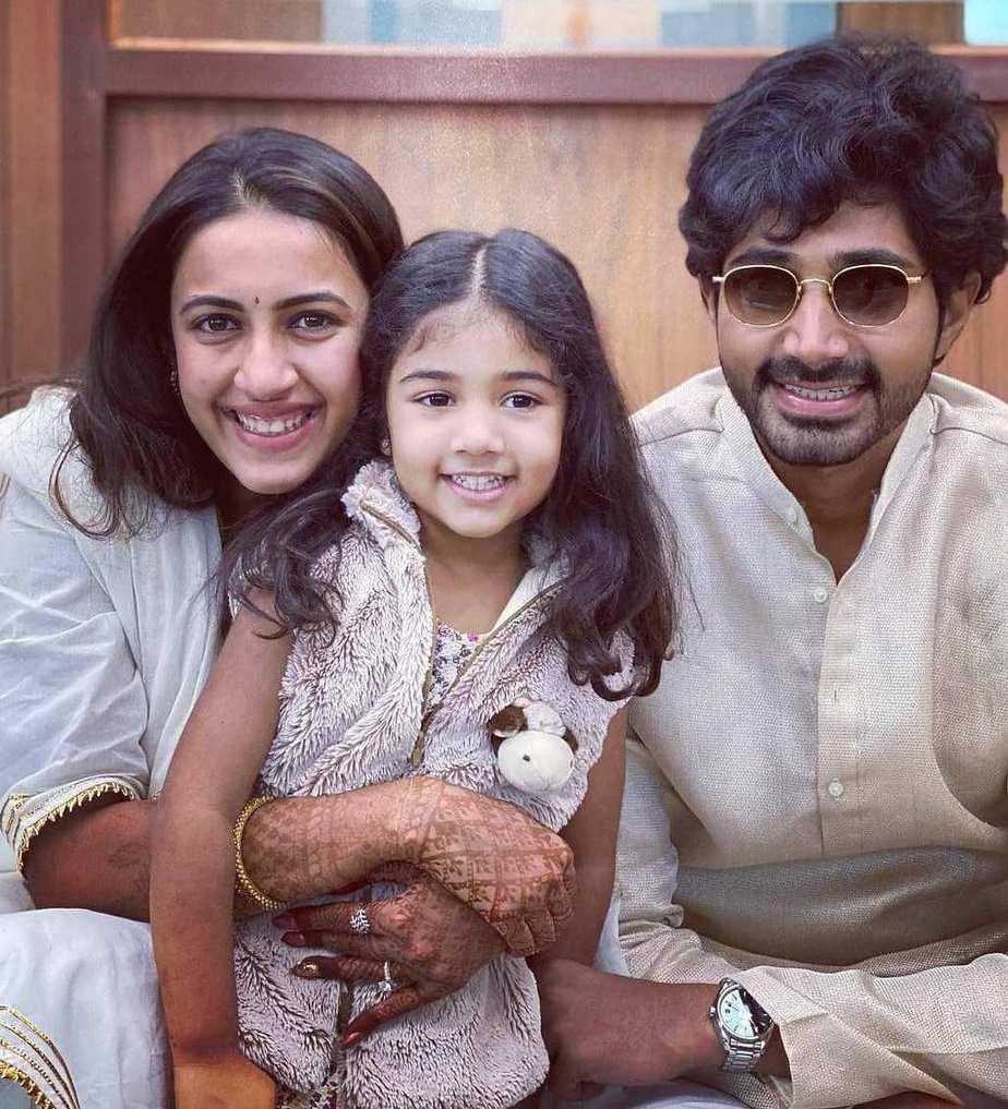 Niharika in ommanajaipure after wedding with husband chaitanya2