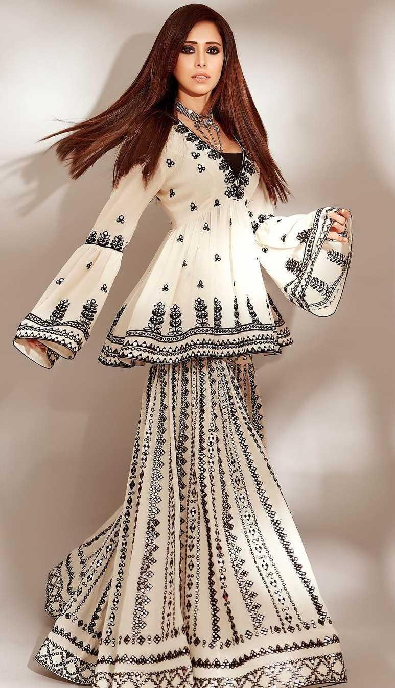 Nushrat barucha in Tamanna punjabi kapoor outfit2