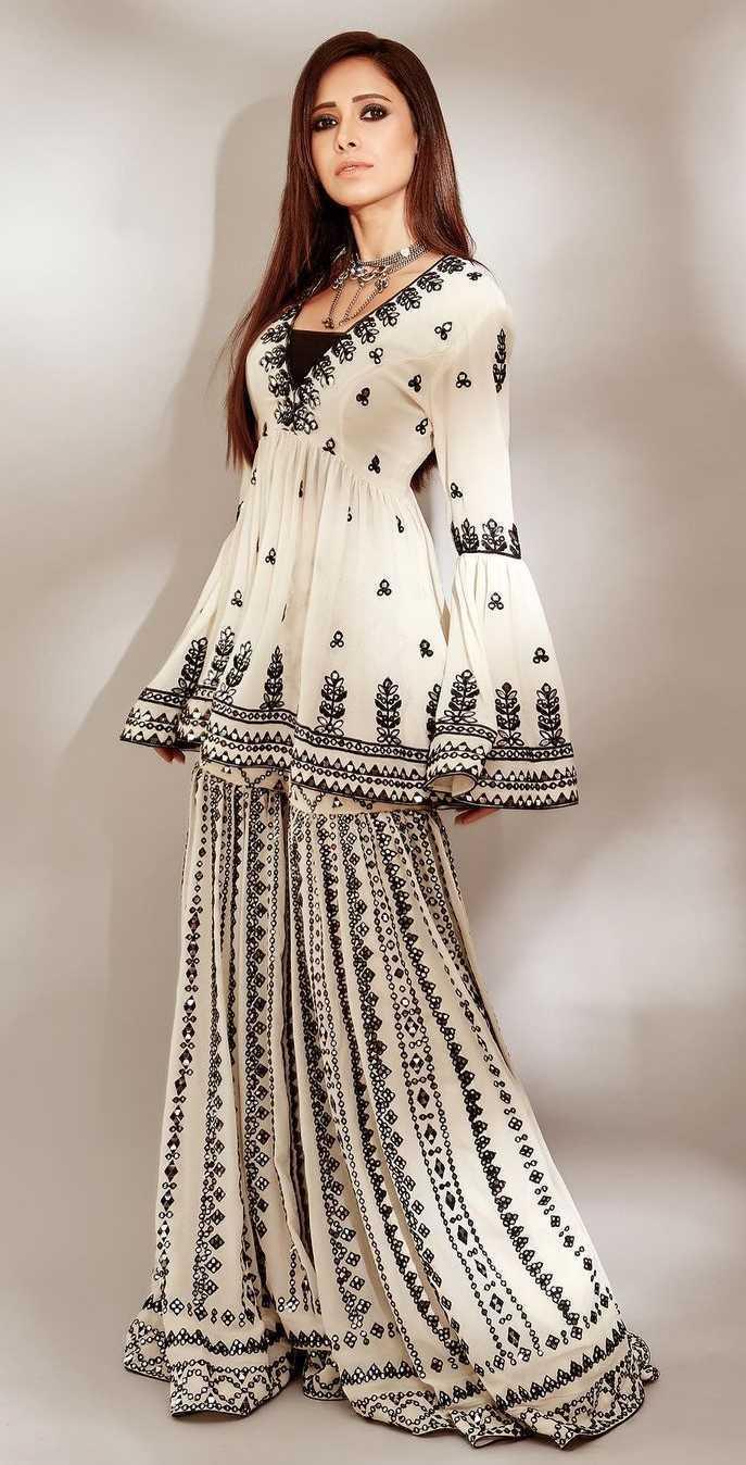 Nushrat barucha in Tamanna punjabi kapoor outfit3