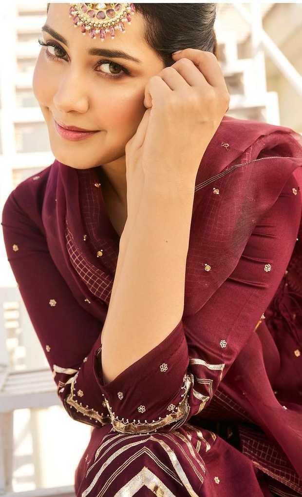 Raashi khanna's looks for her sister's wedding 1.5