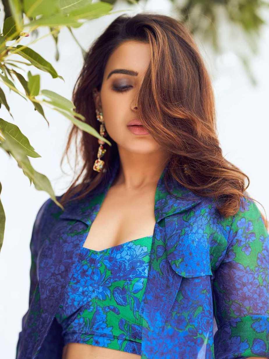 Samantha in blue reik outfit for samjam with rakulpreet5