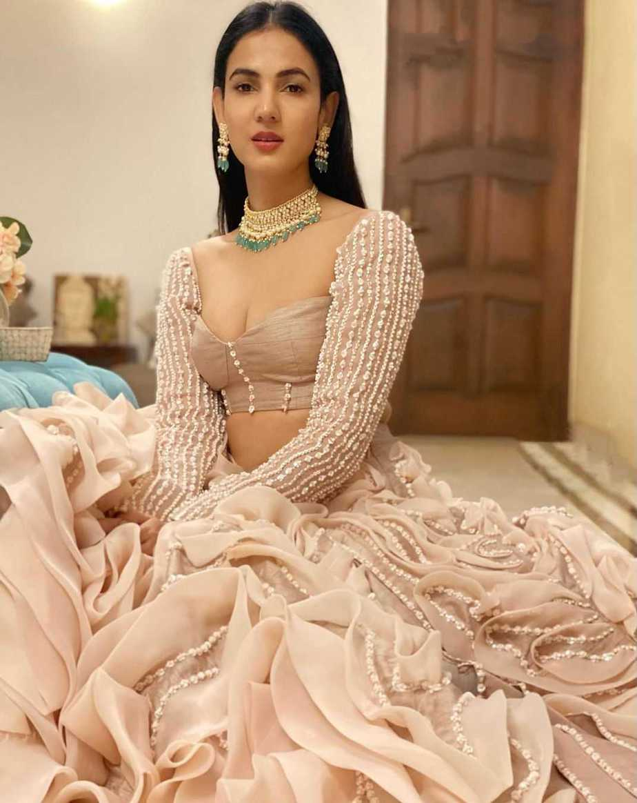 Sonal chauhan in blush pink lehenga by pink peacock couture2