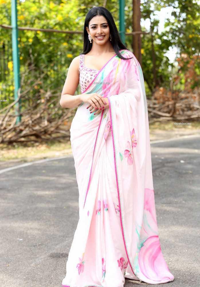 daksha nagarkar pink saree for zombie reddy teaser launch1