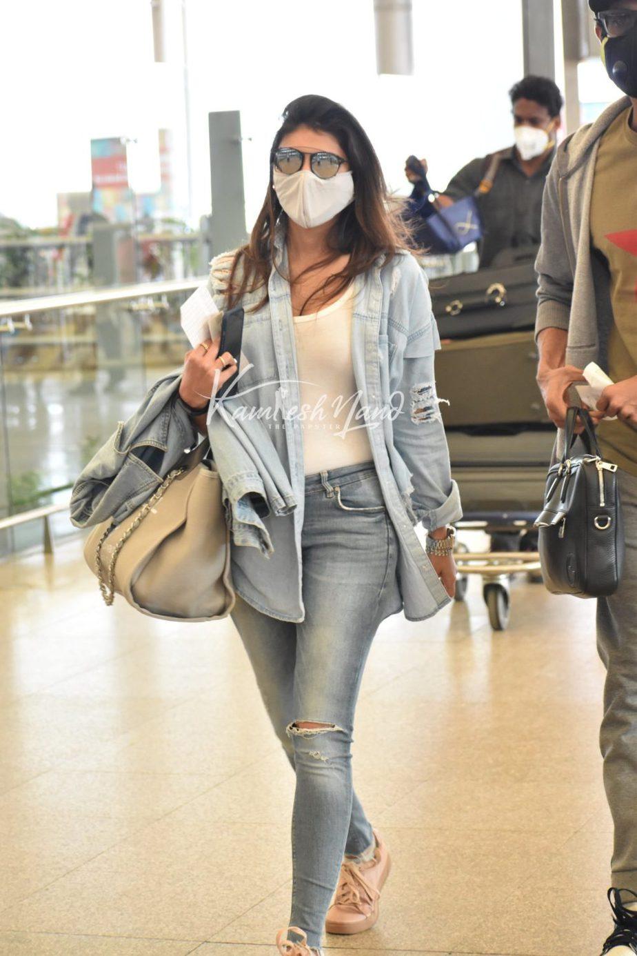 miheeka at airport