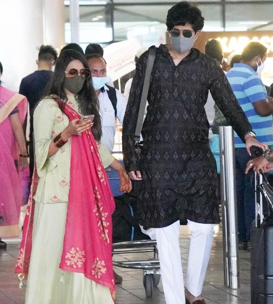niharika and chaithanya at hyderabad airport