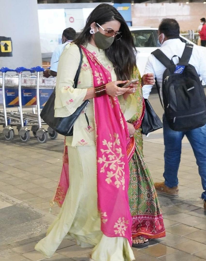 niharika at hyderabad airport back from tirupati