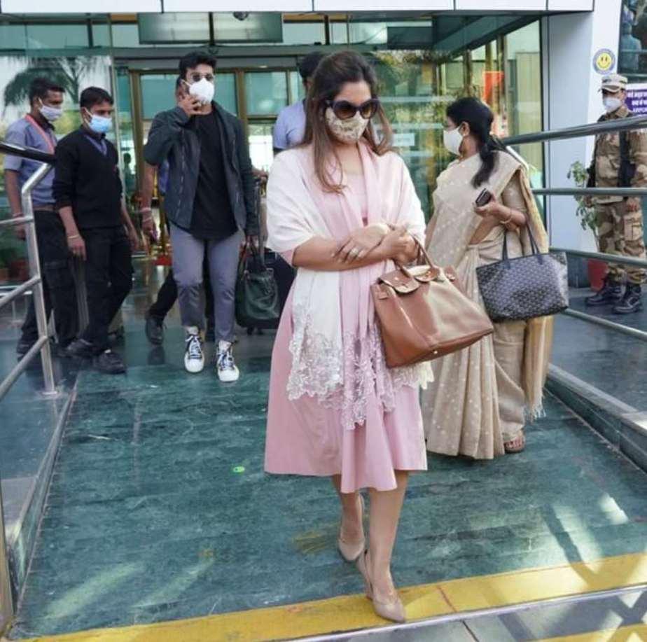 ram charan and upasana at udaipur airport