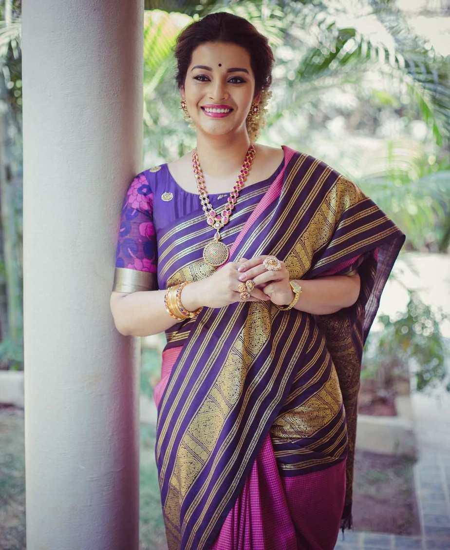 renu desai bhargavi kunam pink kanchipuram saree