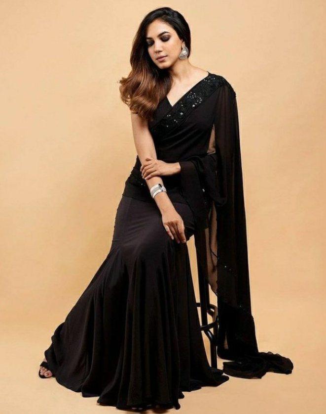 ritu varma in black saree at niharika wedding (3)