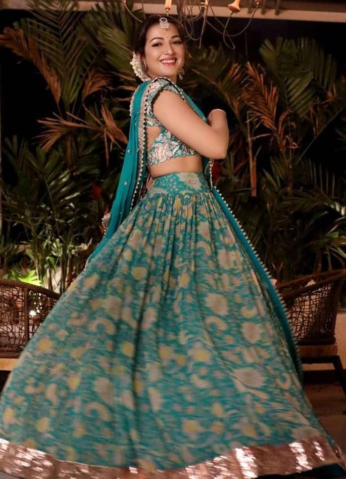 south indian actress green light weight lehenga