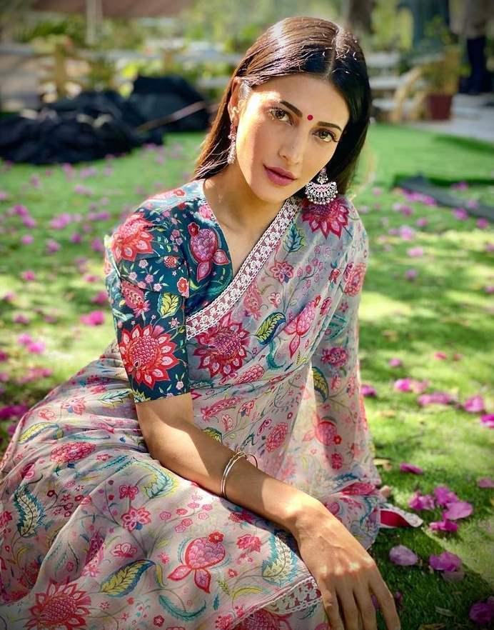 sruthi haasan in floral saree by mrunalini rao