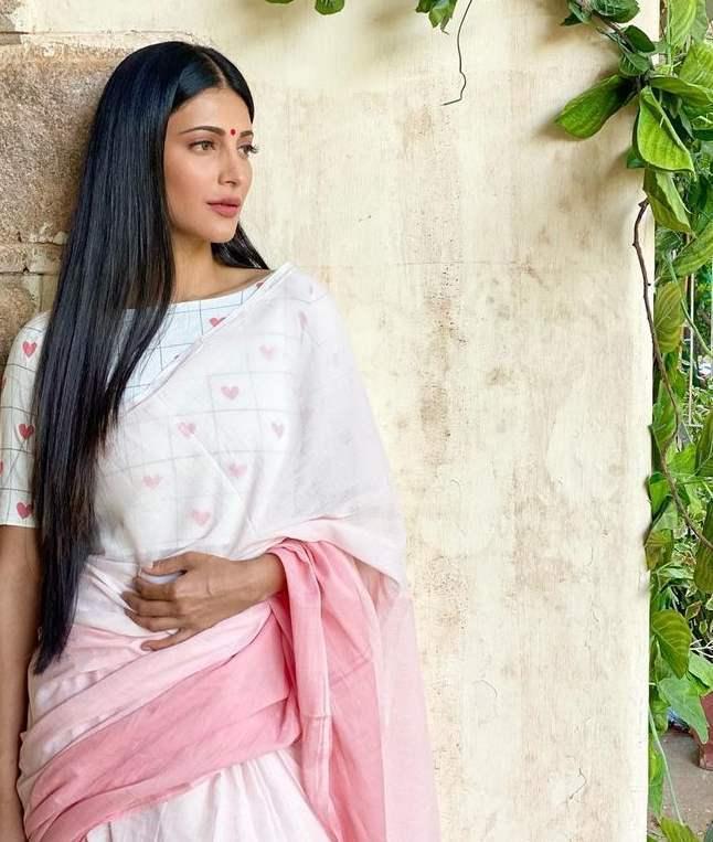 sruthi haasan in kaluva pink ombre saree