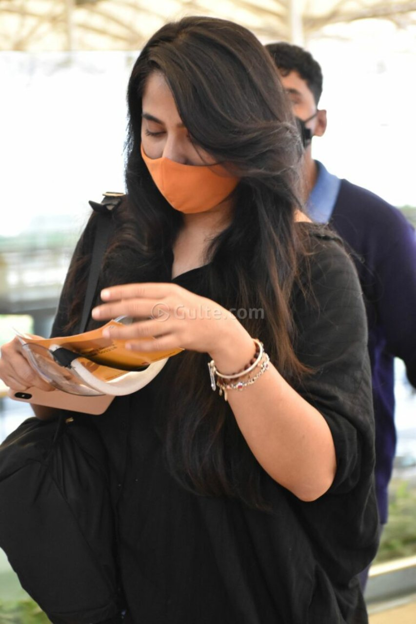 Anushka Shetty at Hyderabad airport in black top and jeans!