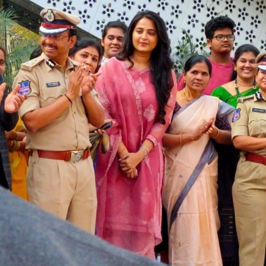 Anushka Shetty in a pink Torani kurta set for Shee Pahi conference1.5