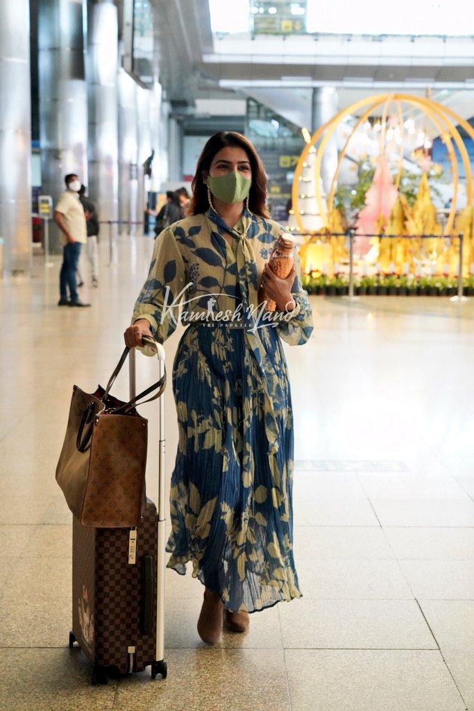 samantha at airport