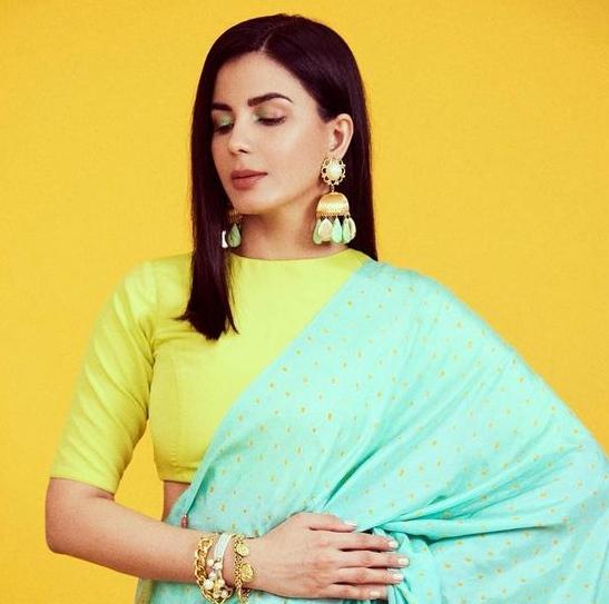 Kirti Kulhari in a multi colored saree by Injiri for Crimninal justice S2-6