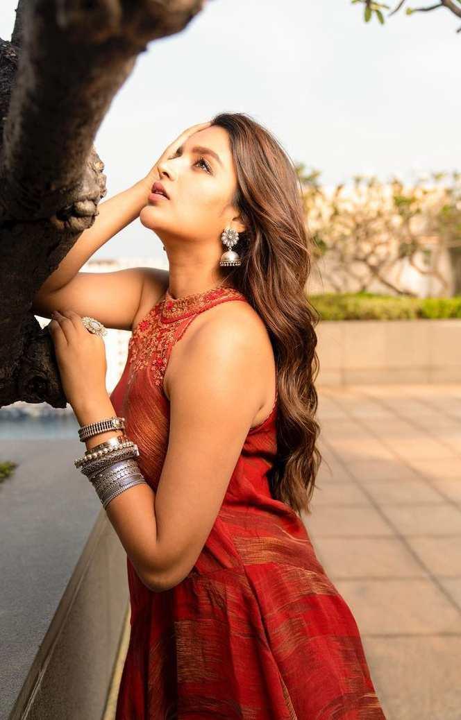 Nidhhi Agerwal in trendy ethnics by Ritu kumar for film