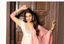 Nidhhi Agerwal in off white-pink anarkali suit by Ritu Kumar2