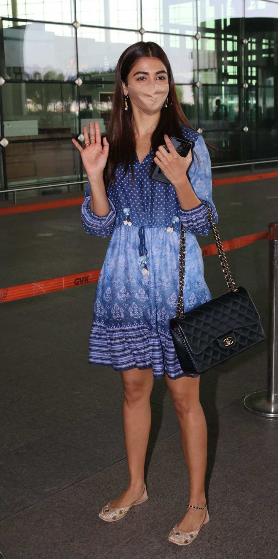 Pooja Hegde in an Anita dongre dress at the Hyderabad airport4